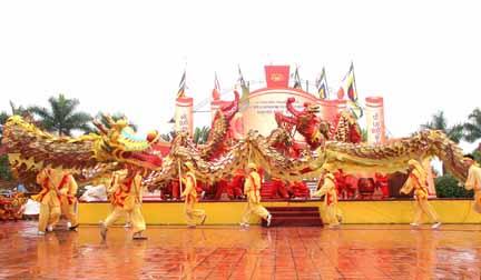 Múa rồng tại khu di tích Nguyễn Bỉnh Khiêm
